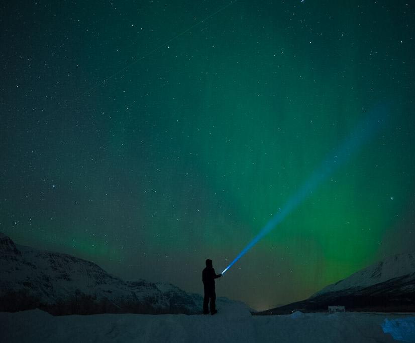 cascata di verde aurora boreale