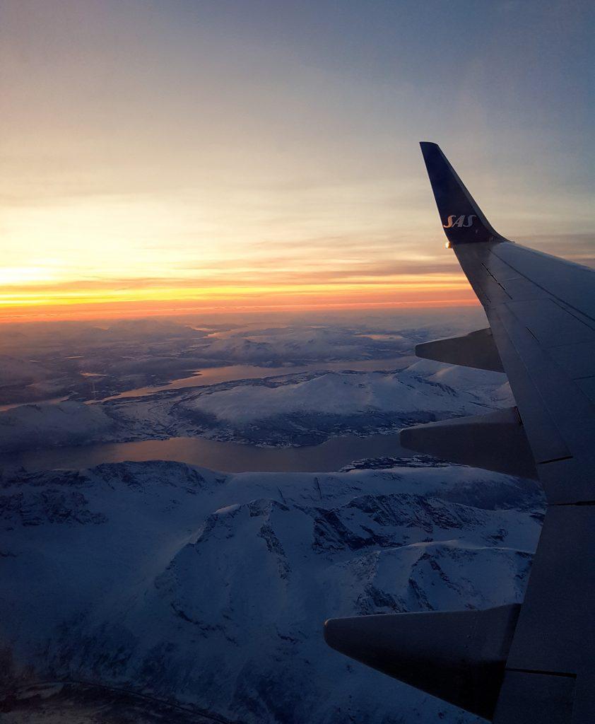 Vista dall'aereo fiordi innevati