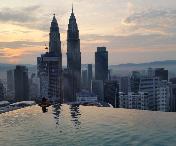 skyline di kuala lumpur dalla infinity pool