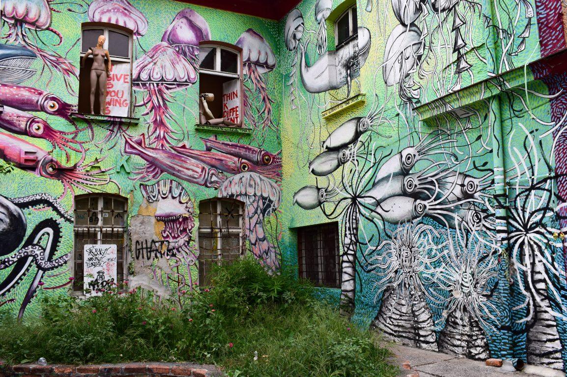 murales verde di metelkova a lubiana
