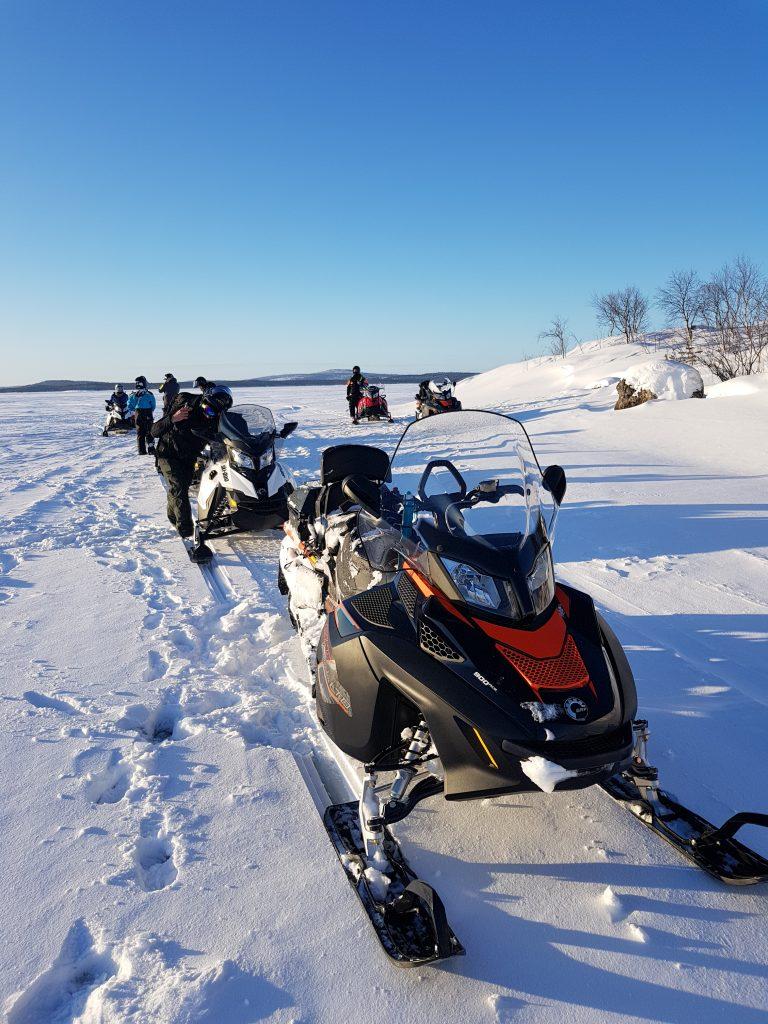 motoslitte sul lago inari